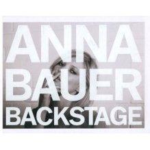 ANNA-BAUER-BACKSTAGE