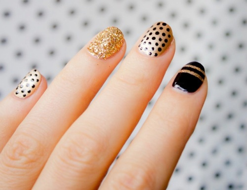polka-dot-gold-nail-art