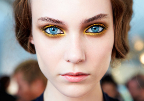 makeup-gold-eyeshadow-backstage